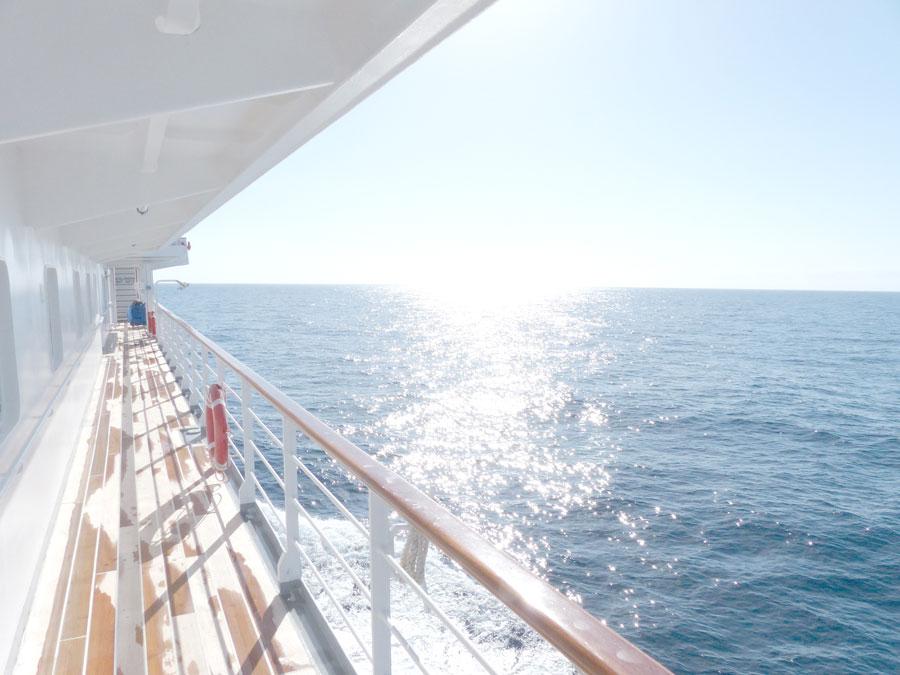 cruise-ship-glare